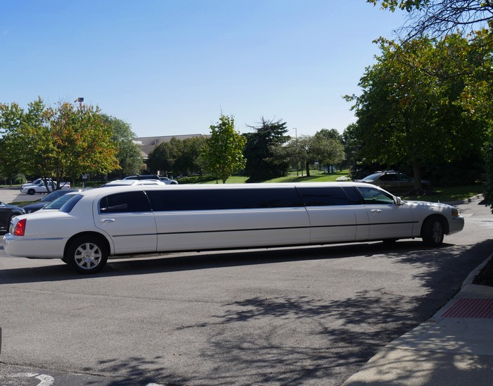 Choice-of-Limousines-Lincoln-Town-Car-Land-Yachts-Stretch-Hummers-WA
