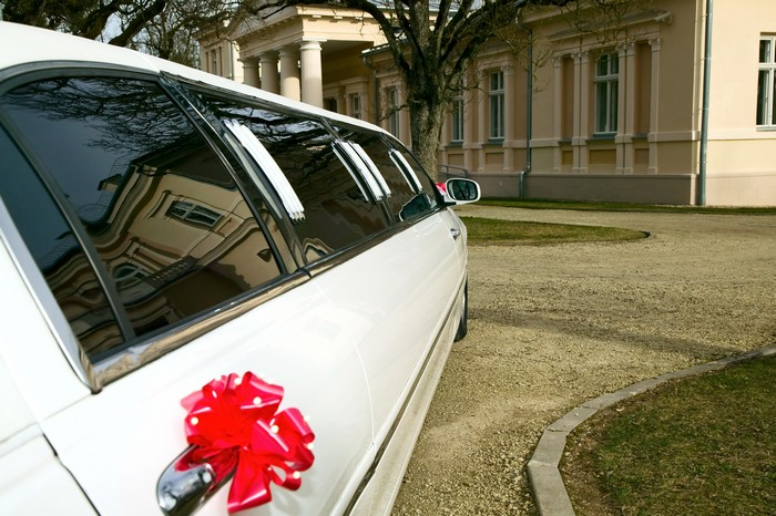 Limousines-Dinner-Events-Theater-Events-Chauffeured-Limo-For-Rent-WA